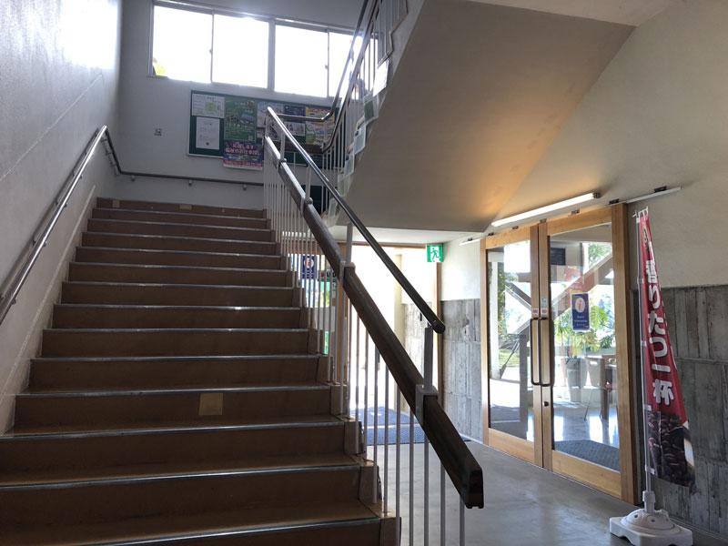 保田小学校の階段