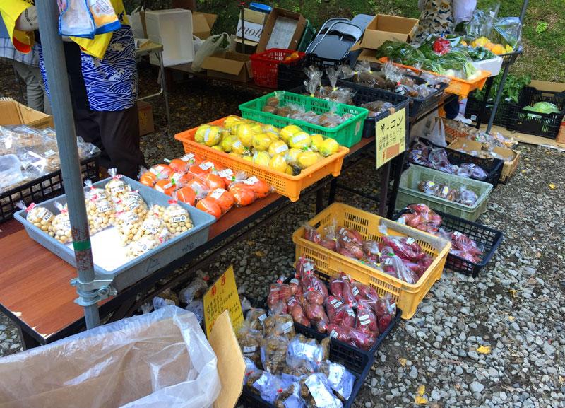 小松寺「もみじ祭り」地元の農産物が購入できる直売所
