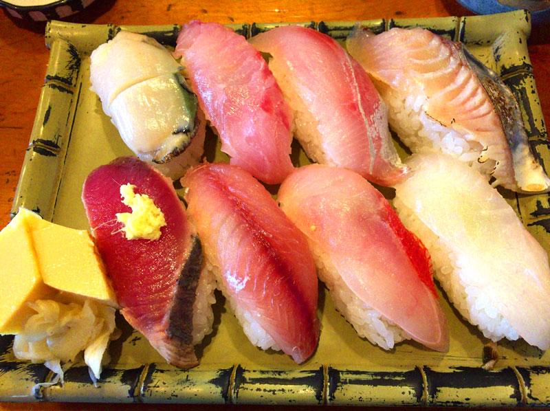 館山で房州寿司を味わうなら白浜屋本店へ!特大ネタの田舎寿司は大満足!