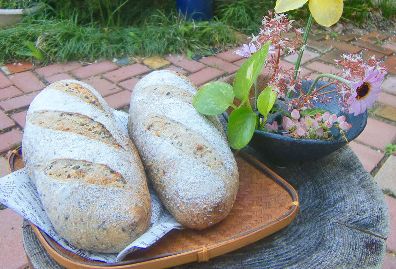 亜麻仁とごまパン