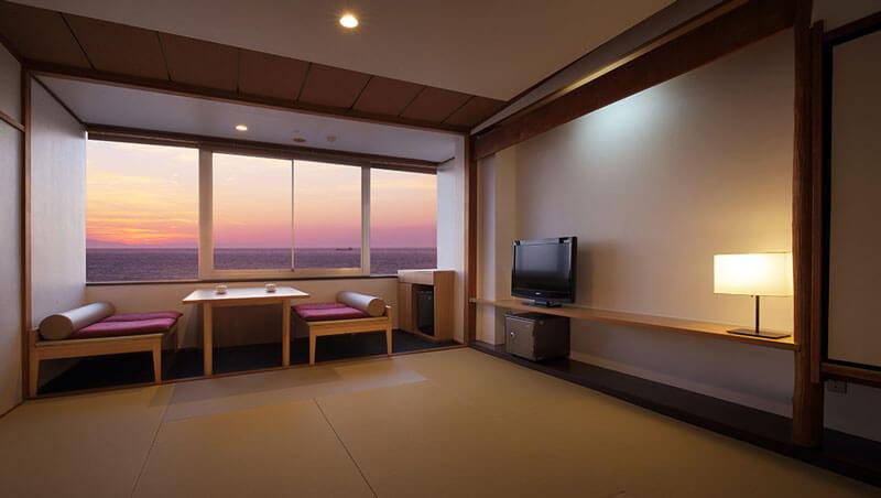 夕日海岸昇鶴の和モダンな和室