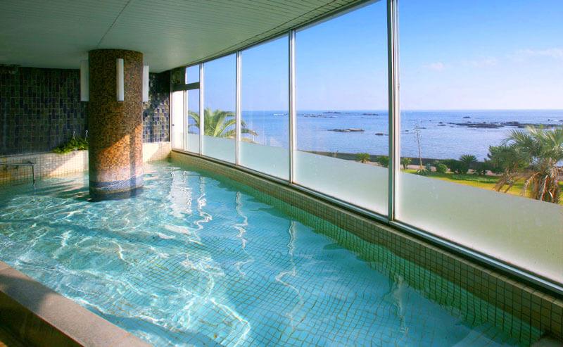 白浜オーシャンリゾートの朝日が見られる絶景温泉展望風呂