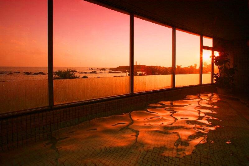 白浜オーシャンリゾートの夕日が見られる絶景温泉展望風呂